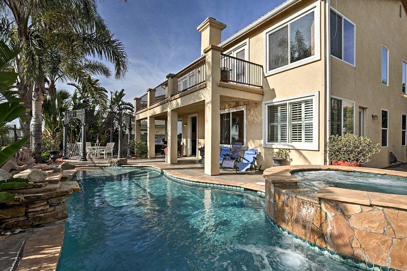 Entfliehen Sie dem sonnigen San Diego, indem Sie in diesem luxuriösen Ferienhaus mit 5 Schlafzimmern und 3 Bädern wohnen, das einen unschlagbaren Poolbereich bietet!