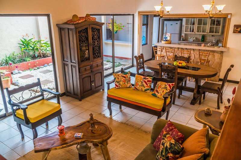 Full house, tasteful decor. 4bdr, secure, spacious – semesterbostad i Province of Heredia