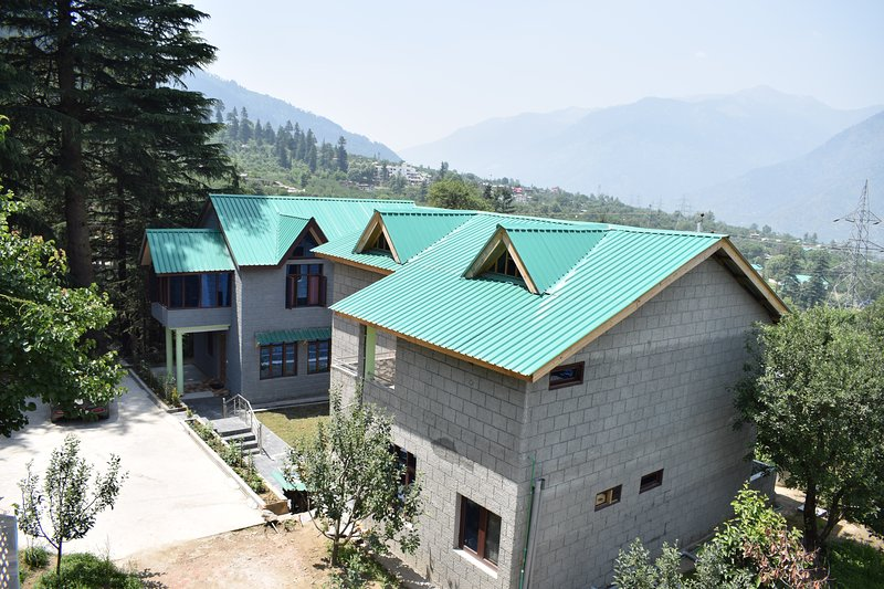 Naggar Heritage cottages -  Deluxe Room (2 Adults + 1 Child), holiday rental in Kullu District