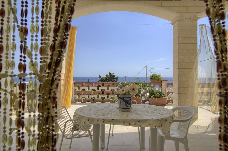 Polo - Relax Front Sea House, vacation rental in Torre Vado