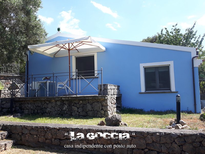 casa indipendente con posto auto, holiday rental in Maratea