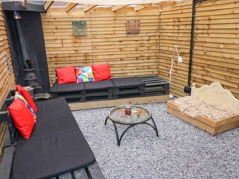 SIED YR ARDD, pet-friendly, woodburner, close to Brecon Beacons National Park, location de vacances à Ystalyfera