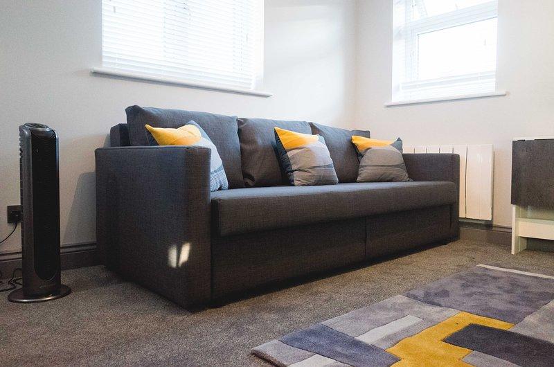 Canapé confortable qui convertit en canapé-lit confortable.