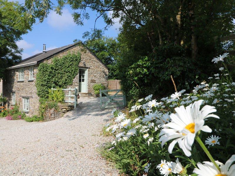 STOCKS BARN a converted barn, woodburner, WiFi, takes a pet, enclosed garden, vacation rental in Duloe