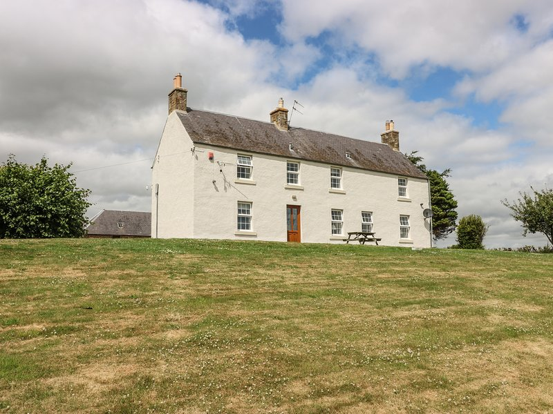 TODLAW FARM HOUSE, barn conversion with countryside views, Jedburgh, vacation rental in Heiton