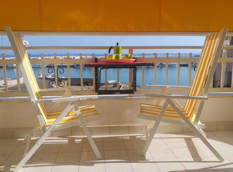 Casa Sunrise - lovely seafront apt at the port – semesterbostad i Sciacca