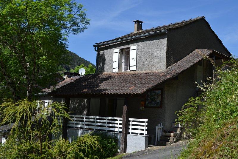 Gîte le Frêne - Hameau de Thouy - Occitanie - Tarn - Sidobre, holiday rental in Lacaze