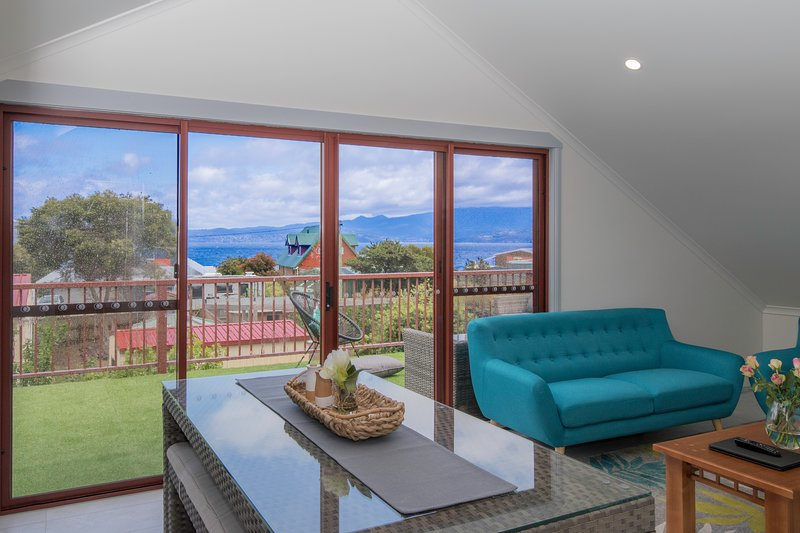 South Arm Luxury Loft, holiday rental in Blackmans Bay