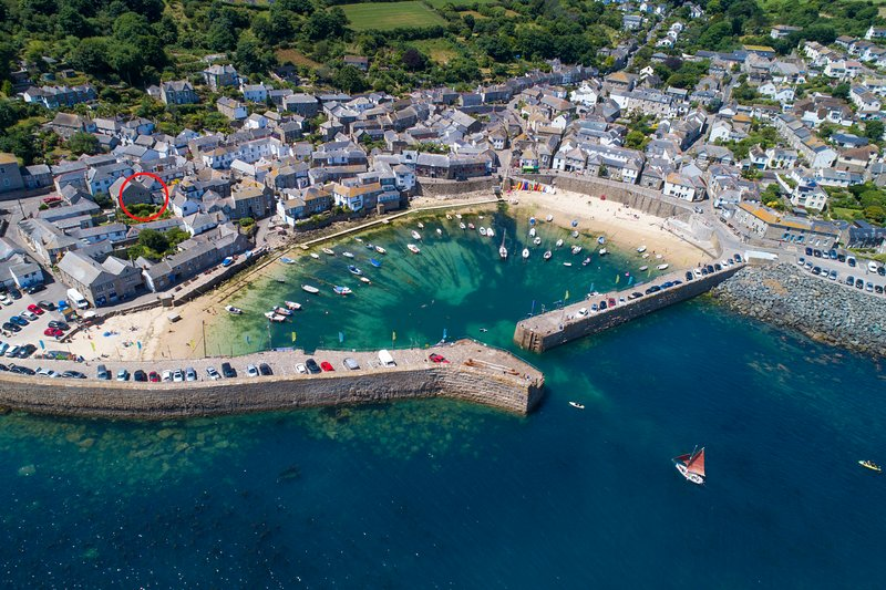 Mousehole Holiday Apartment Sea Views, vacation rental in Paul