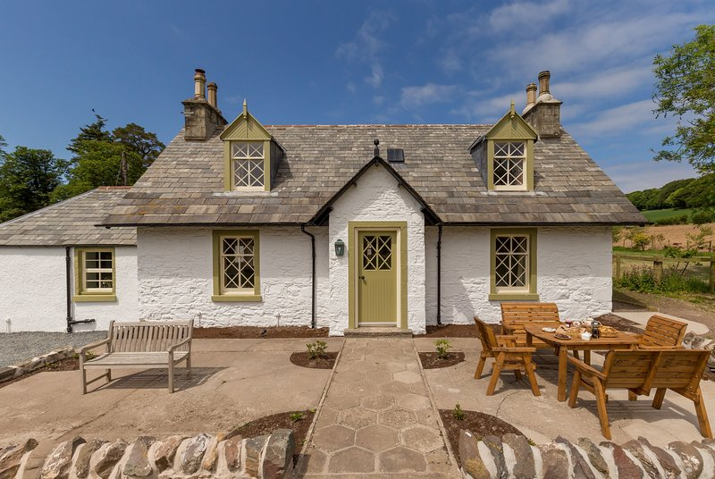 Home Farm Cottage - 4* Cottage on Country Estate with Coastal and Woodland Walks, holiday rental in Leswalt