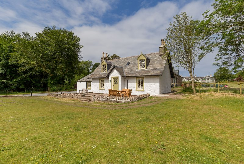 Home Farm Cottage - 4* Cottage on Country Estate with Coastal and Woodland Walks, location de vacances à Lendalfoot