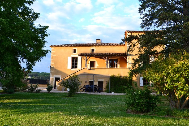 Domaine Le Mathi : gite Le Mas, vacation rental in Condezaygues