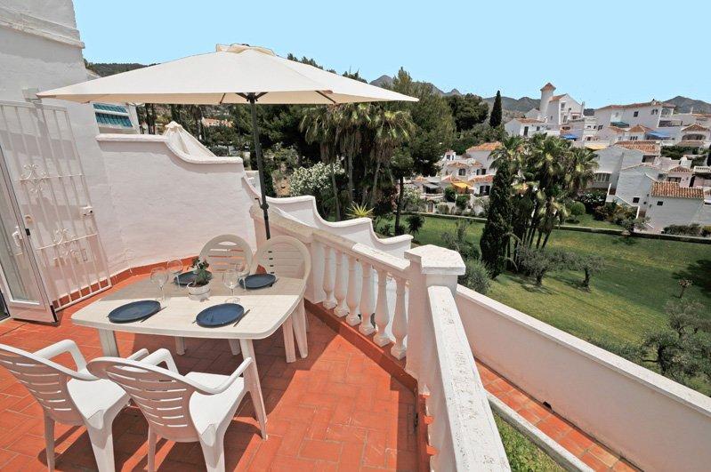 Terrasse avec vue imprenable sur le jardin fantastique Oasis