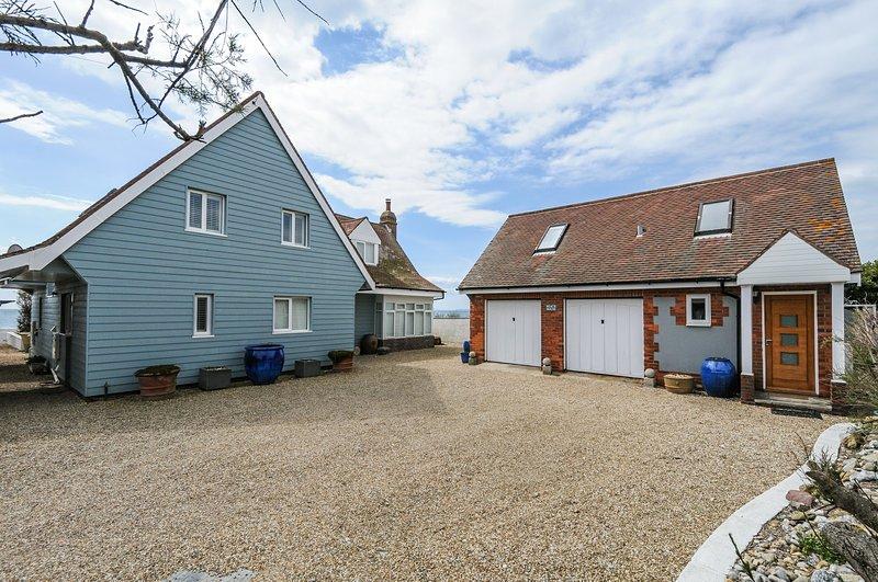 Studio annex of Selsey Beach House with sea views, aluguéis de temporada em Selsey