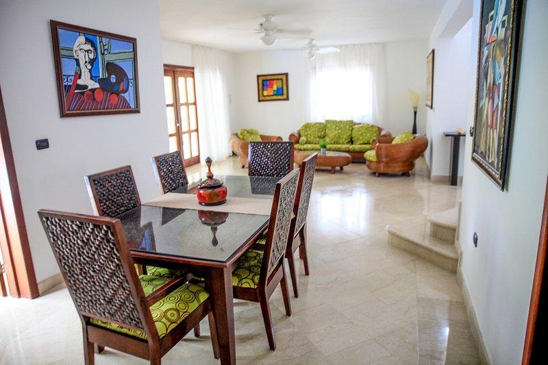 Spacieux salon et salle à manger - Villa A