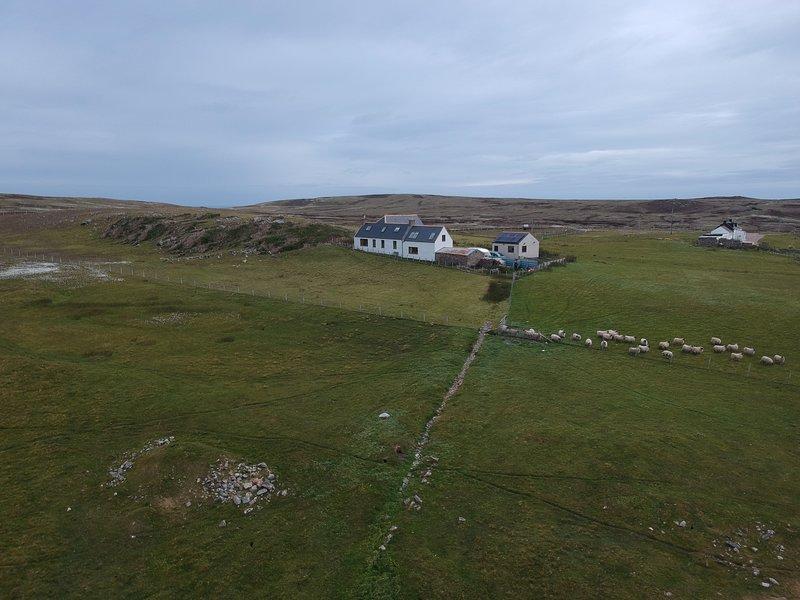 Drone shot de la parte posterior de la propiedad