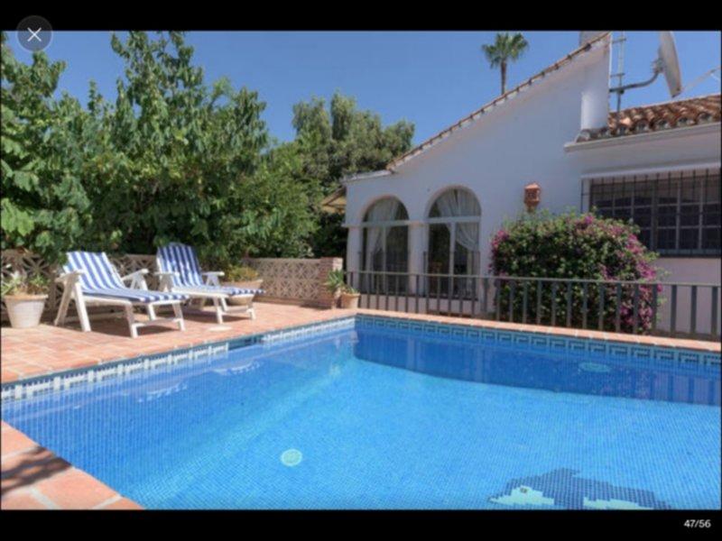 VILLA 3 CHAMBRES 6/7 PERSONNES, 2 SALLES DE BAINS, PISCINE PRIVEE, PLAGE PROCHE, alquiler de vacaciones en Nueva Andalucia