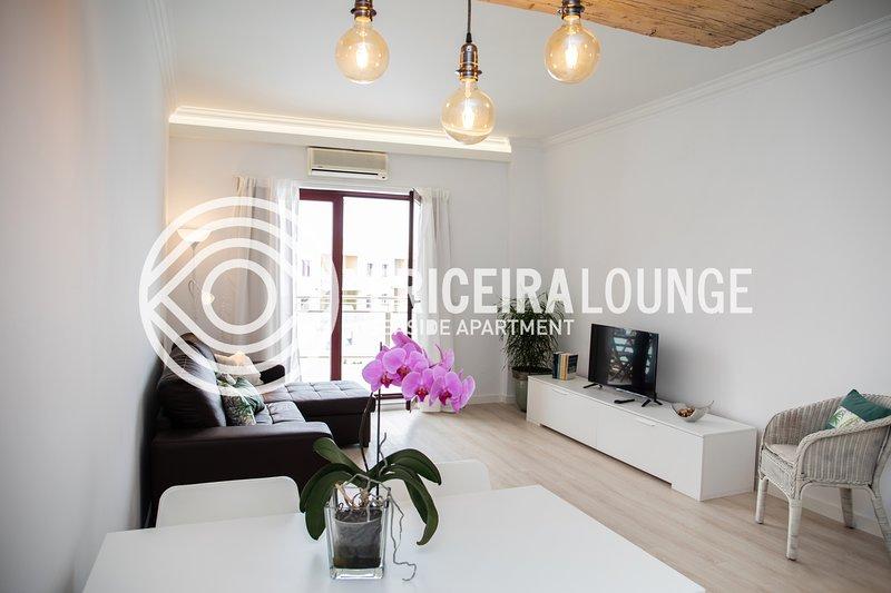 Ericeira Lounge Seaside Apartment, holiday rental in Casais de Sao Lourenco