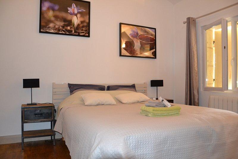 Domaine Le Mathi : Chambre d'hôtes Safrane, holiday rental in Touzac
