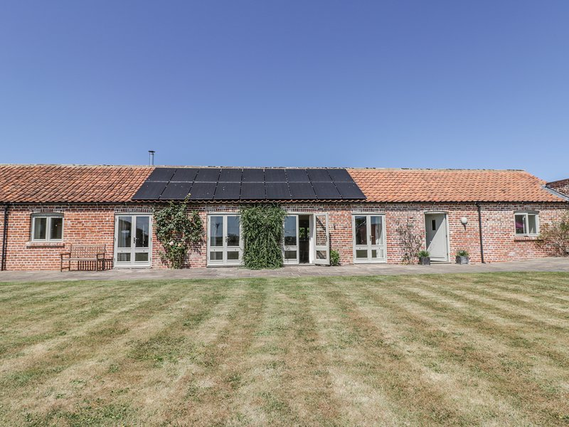 COW BYRE, barn conversion with en-suites and views, near Malton, location de vacances à Coneysthorpe