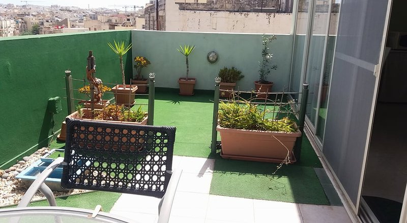 Birkirkara penthouse with lovely terrace in the heart of town., vacation rental in Haz-Zebbug