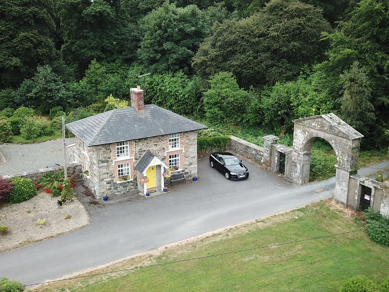 Cloverhill Gate Lodge, holiday rental in Derrylin