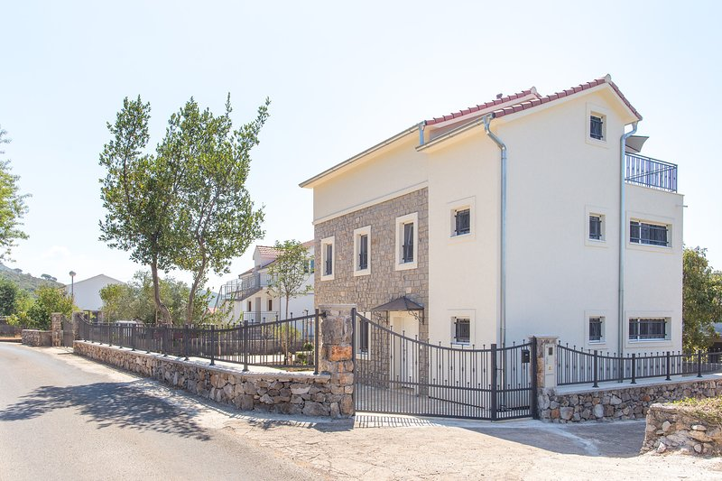 Spacious and modern 4 bedroom/3 bathroom holiday home in a tranquil village of Tici in Lustica