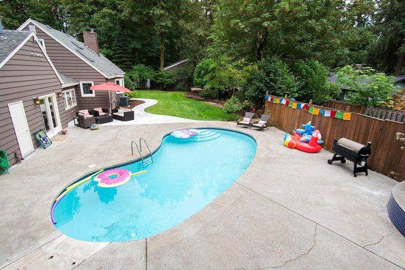 Der Pool ist 3 'bis 8' und neu auf Salzwasser aktualisiert.