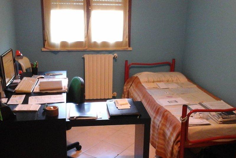LUMINOSA E CONFORTEVOLE STANZA PRIVATA, holiday rental in Molinella