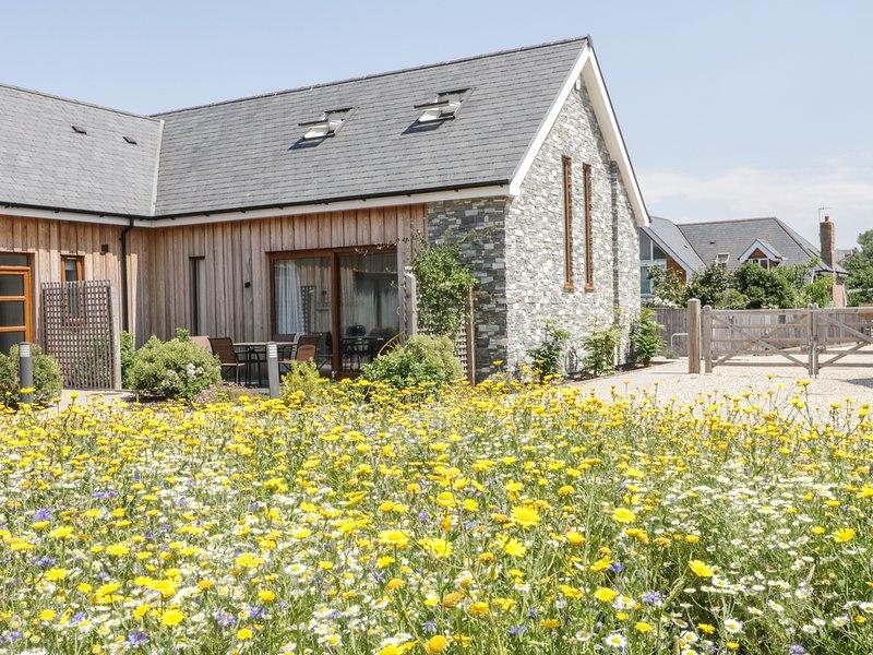 EVERDENE, superb semi-detached cottage, en-suite, off road parking, in Upwey, holiday rental in Upwey