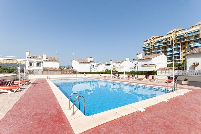 BAMBU - Apartment for 4 people in Playa de Gandia, holiday rental in Grau i Platja