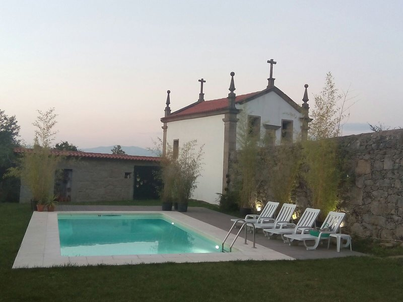 Amazing house with shared pool, casa vacanza a Caldelas