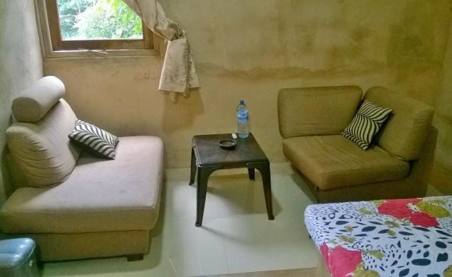 Sandamira Guest - Budget Double Room 1, holiday rental in Dompe