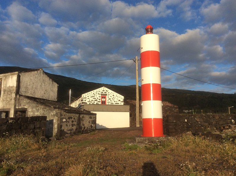 The House of Light - Oceanfront Location & Out of Sight Site!, location de vacances à Sao Jorge