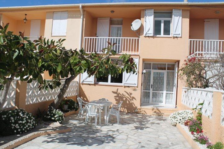 Casa-Chalet de Vacaciones Quijote.* Playa, Terrazas, Jardín y Wifi*, aluguéis de temporada em Vinaros