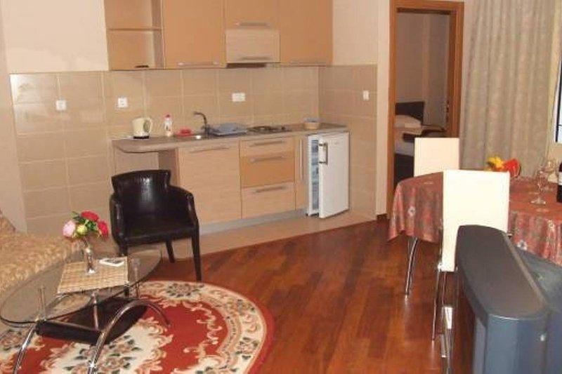 Apartments Oaza 2 - App 1/4 #2, vacation rental in Petrovac
