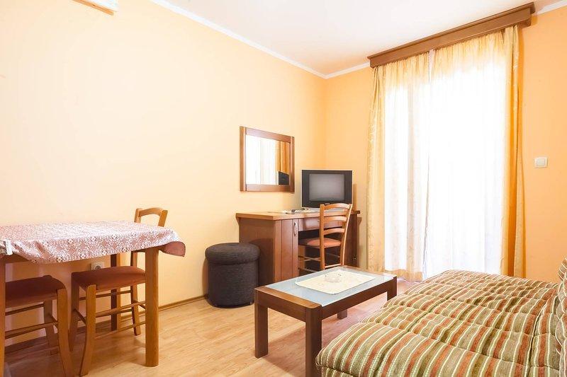 Apartments Oaza 1 - App 1/4 nr.2, vacation rental in Petrovac
