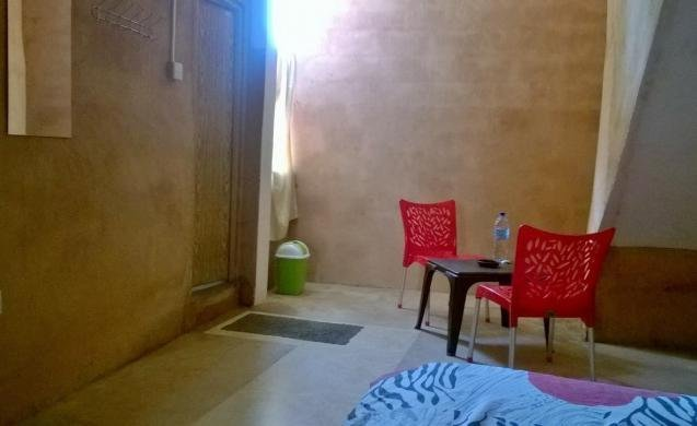 Sandamira Guest - Budget Double Room 3, holiday rental in Dompe