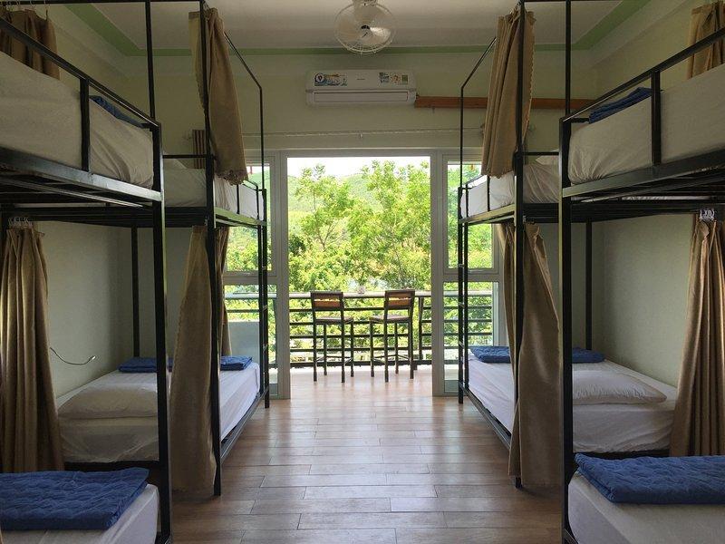 Double Room 2 - Phong Nha BFF Homestay Good Beds + Good Vibes, location de vacances à Phong Nha