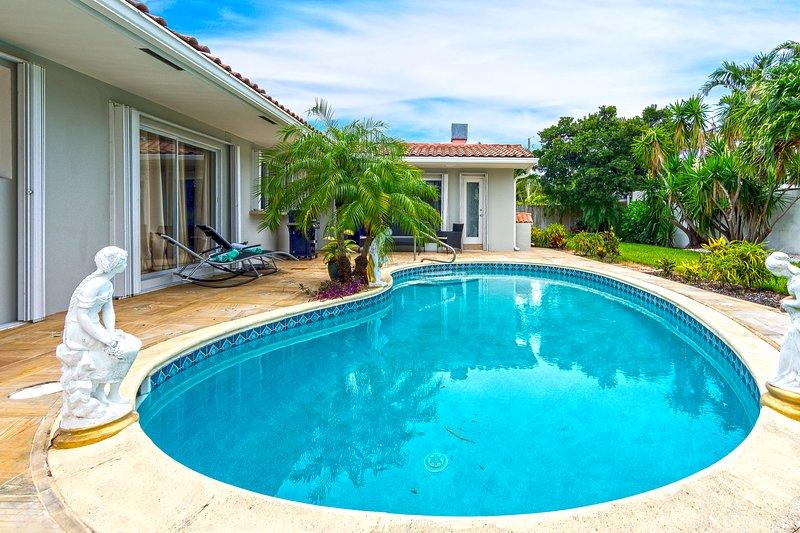Njut av att slappna av och koppla av i din egen privata pool och uteplats, och njut av det berömda Miami-vädret