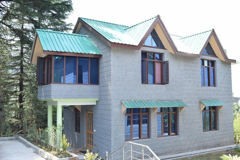 Naggar Heritage cottages - Double Room with Garden View, holiday rental in Kullu District