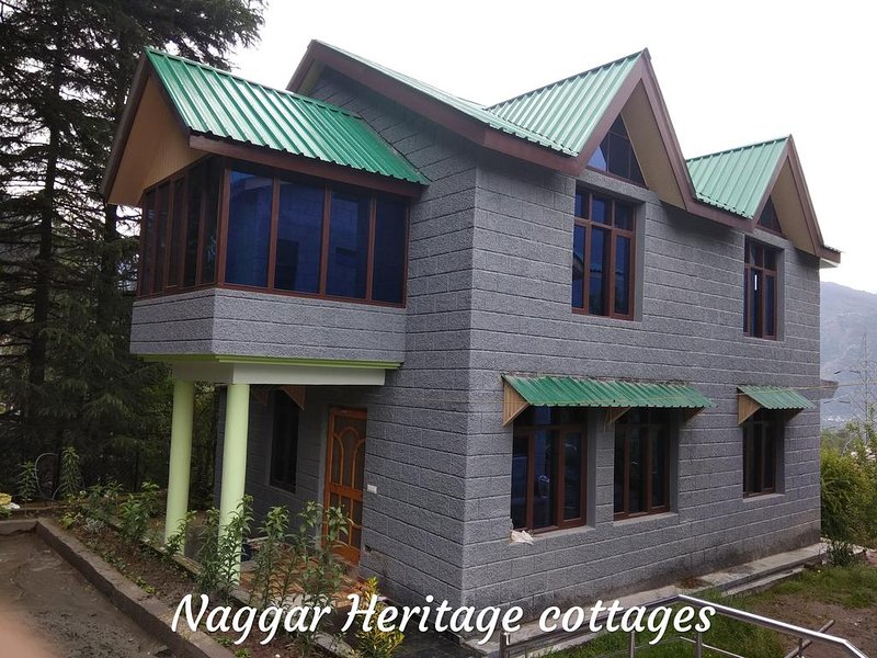 Naggar Heritage cottages -  Deluxe Double Room with Balcony, holiday rental in Kullu District
