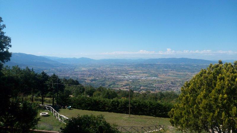 Costa d'Alto Monte, fra terra e cielo un posto amato anche da Dante..., holiday rental in Armenzano