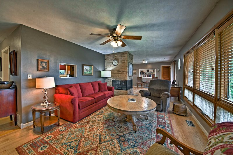 Explore the quaint town of Hermann from this vacation rental home!