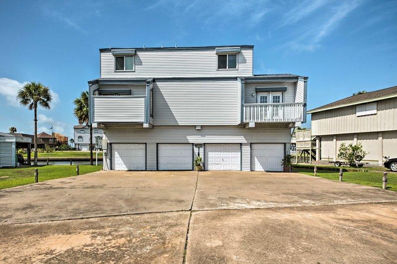 """Innamorati di """"Tiki House"""" durante il tuo soggiorno a Galveston!"""