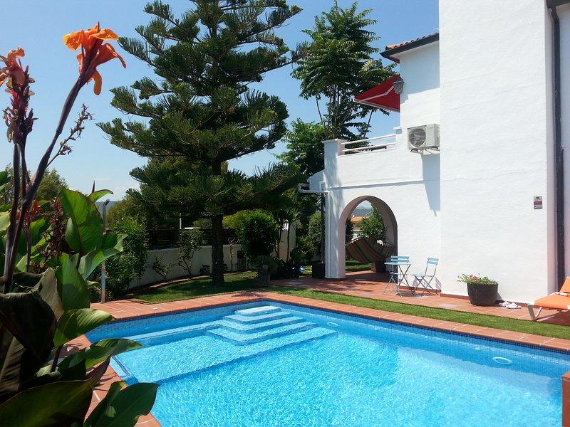 Villa Habana  with air-conditioned bedrooms and private pool-jacuzzi., alquiler de vacaciones en El Vendrell