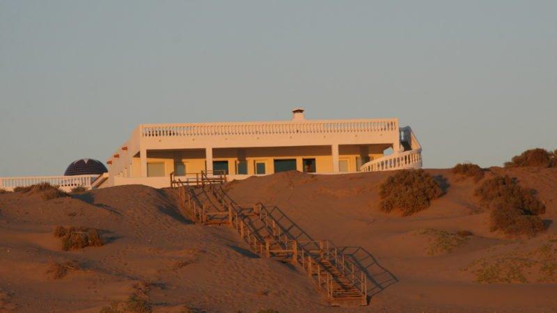 Sunset House (Lot 5) Private Beachfront Home Santo Tomas, location de vacances à Santo Tomas