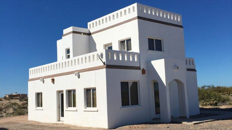 Casa Lantana (Lot 46) Beach House in Santo Tomas, location de vacances à Santo Tomas