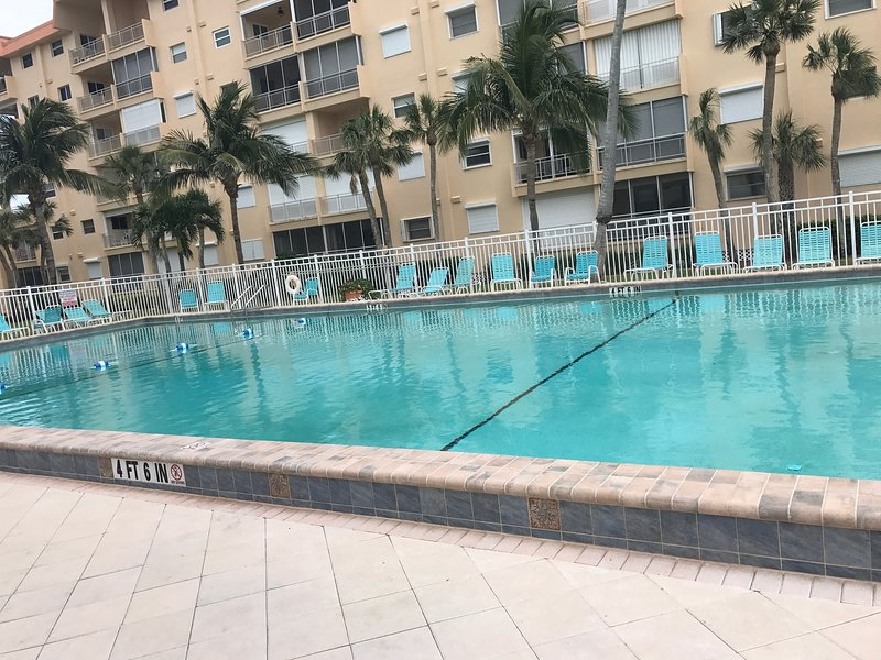 Grande piscina riscaldata