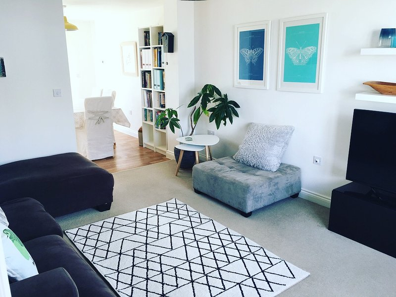 Sea Breeze - modern family home with sea glimpses, alquiler vacacional en Portreath